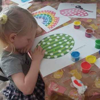 Рисуем пальчиковыми красками арбуз