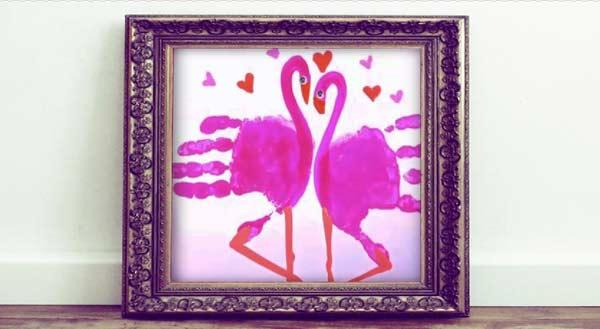 рисуем ладошками фламинго