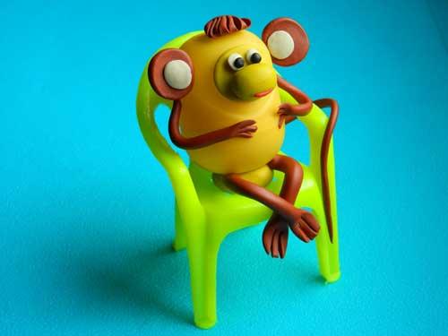 поделка из киндера обезьянка